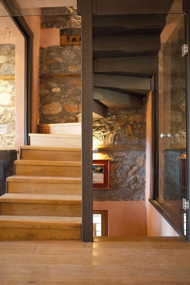 Ξύλινη Σκάλα Εσωτερικού Χώρου Θεσσαλονίκη