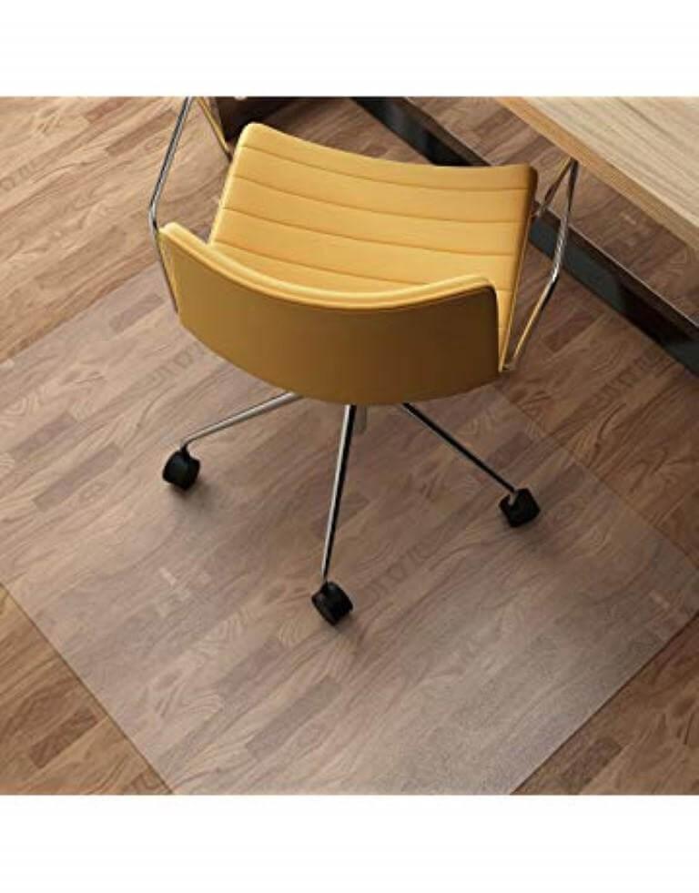 τοποθέτηση ειδικής πλαστικής μεμβράνης σε καρέκλα γραφείου με δάπεδο λαμινειτ