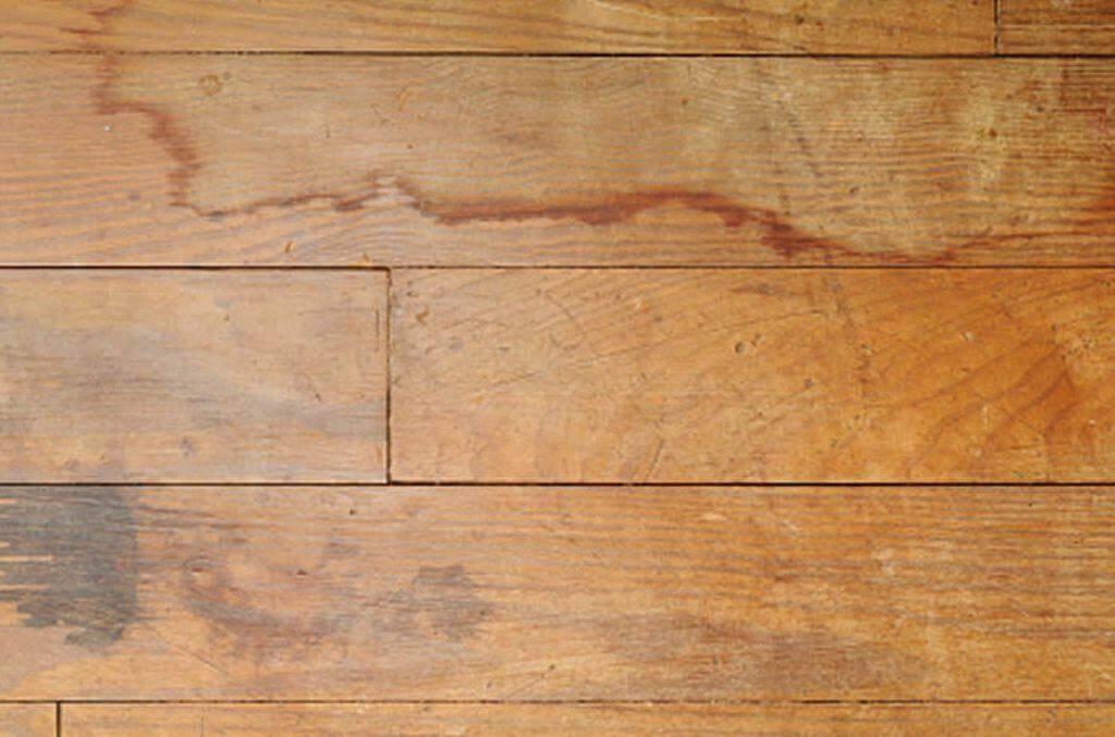 επισκευή σε ξύλινο πάτωμα από υγρασία