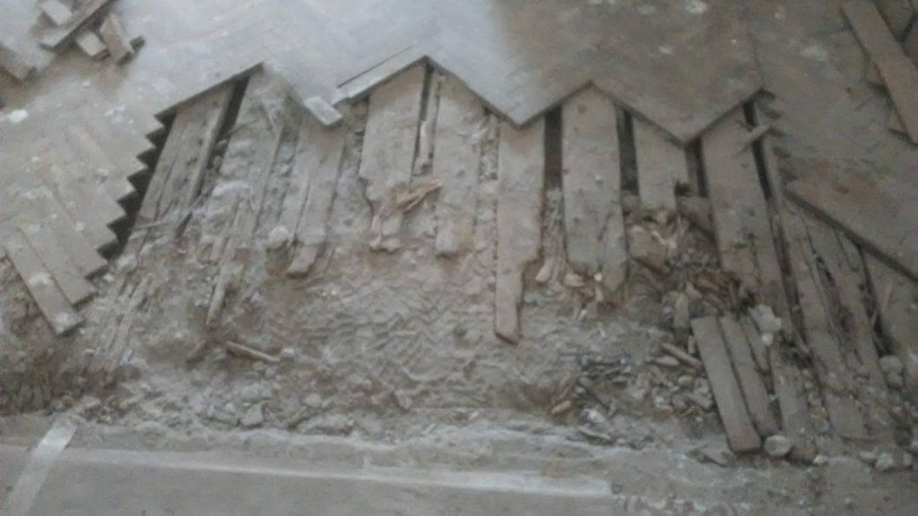 αποκατάσταση σε ζημιά από νερό σε δάπεδο ψαροκόκαλο στη θεσσαλονίκη
