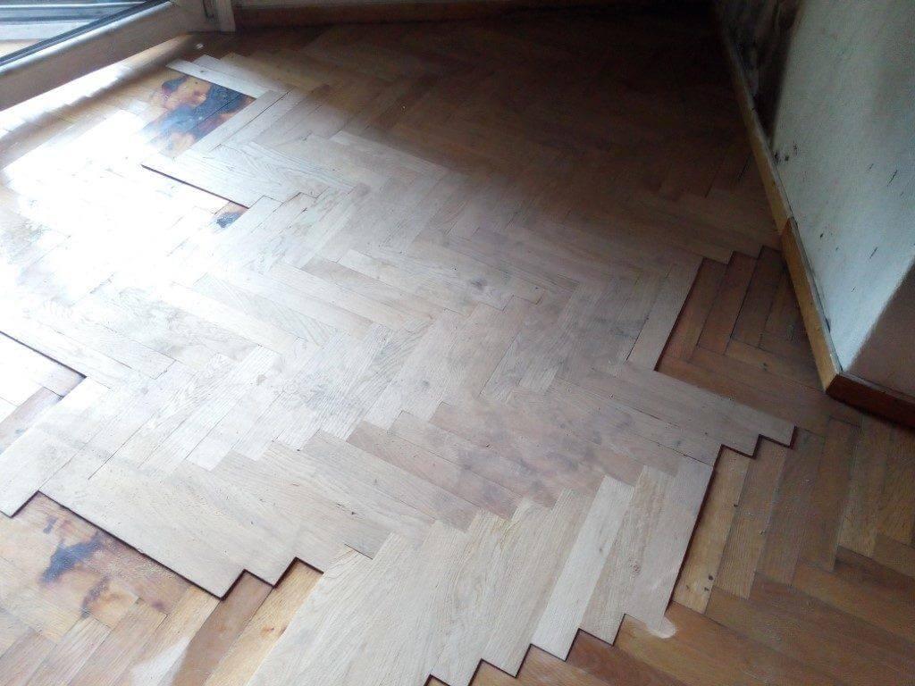 Αντικατάσταση ξύλινου πατώματος με ξύλα ίδιας απόχρωσης και διάστασης
