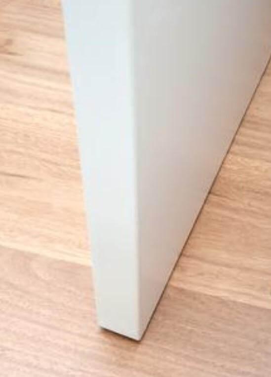 κόψιμο ή ρύθμιση πόρτας για διάκενο από το πάτωμα