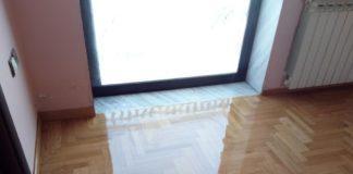 επισκευή φθαρμένου ξύλινου δαπέδου λόγω υγρασίας από το μπαλκόνι